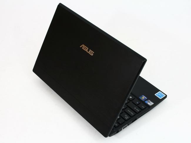 03 Asus Eee PC 1016P