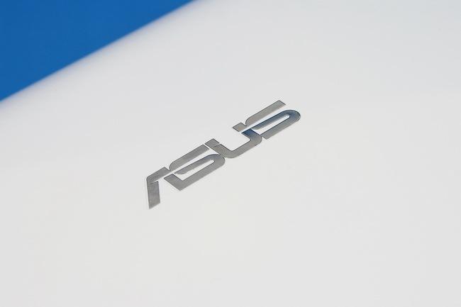 06 Asus Eee PC 1015P