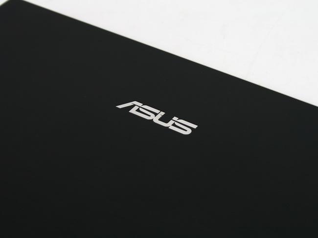 09 Asus Eee PC 1016P