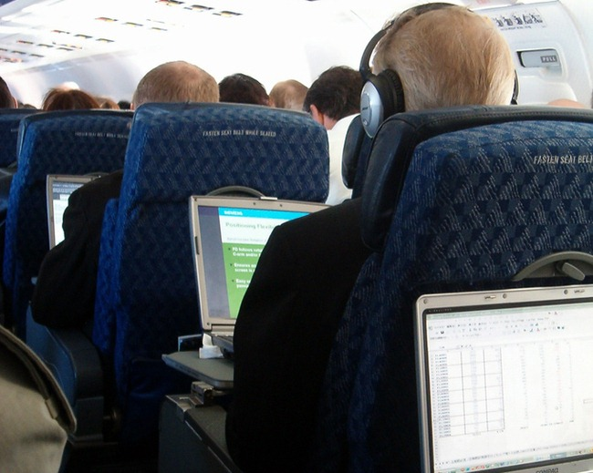airplane_laptop