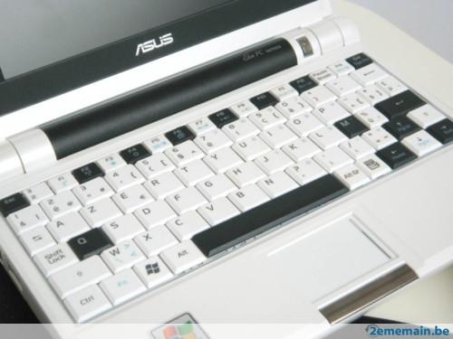04-01 Asus Eee PC 701 รุ่นดัดแปลงพิเศษ กับคีย์บอร์ดที่ช่วยให้เราสั่งงานได้ดีขึ้น