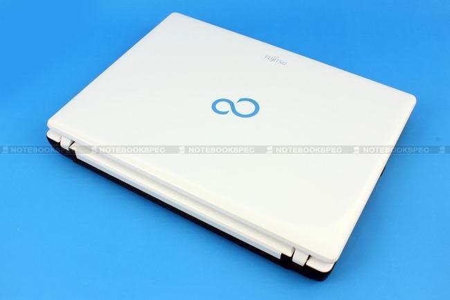 Fujitsu-LifeBook-PH701-01