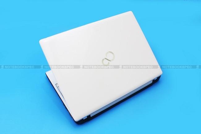 Fujitsu-LifeBook-PH701-03