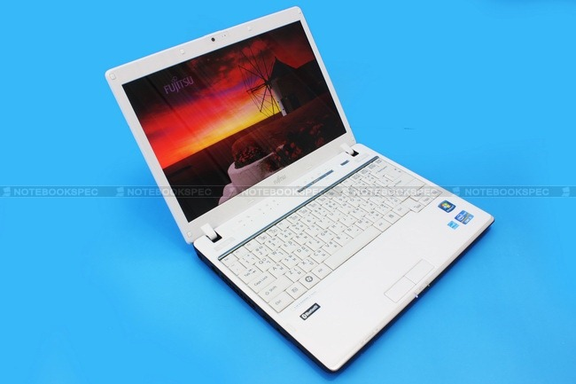 Fujitsu-LifeBook-PH701-05