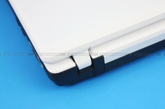 Fujitsu-LifeBook-PH701-12