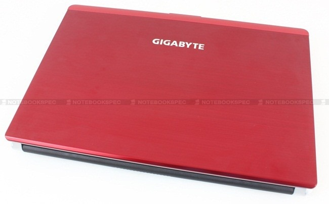 Gigabyte-M1405 001