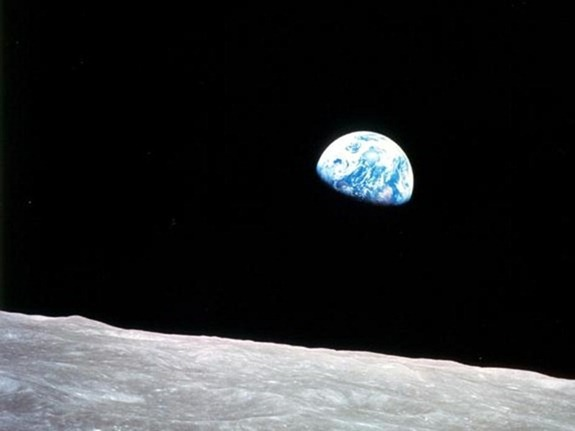 5-6-11-earthrise-apollo-8