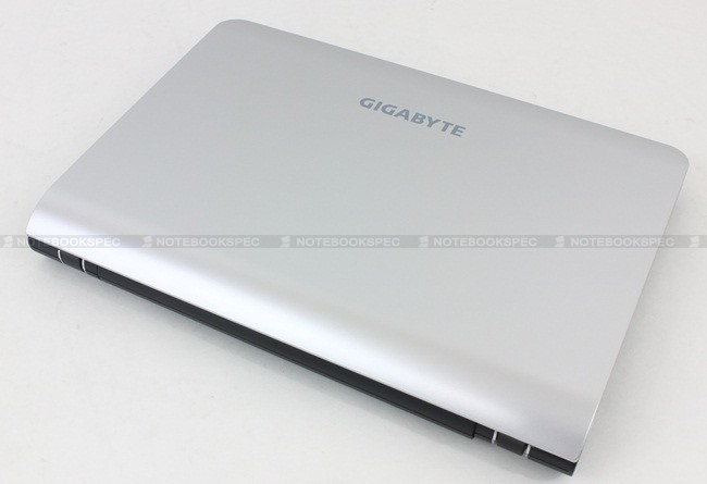 Gigabyte-Q1105M-01