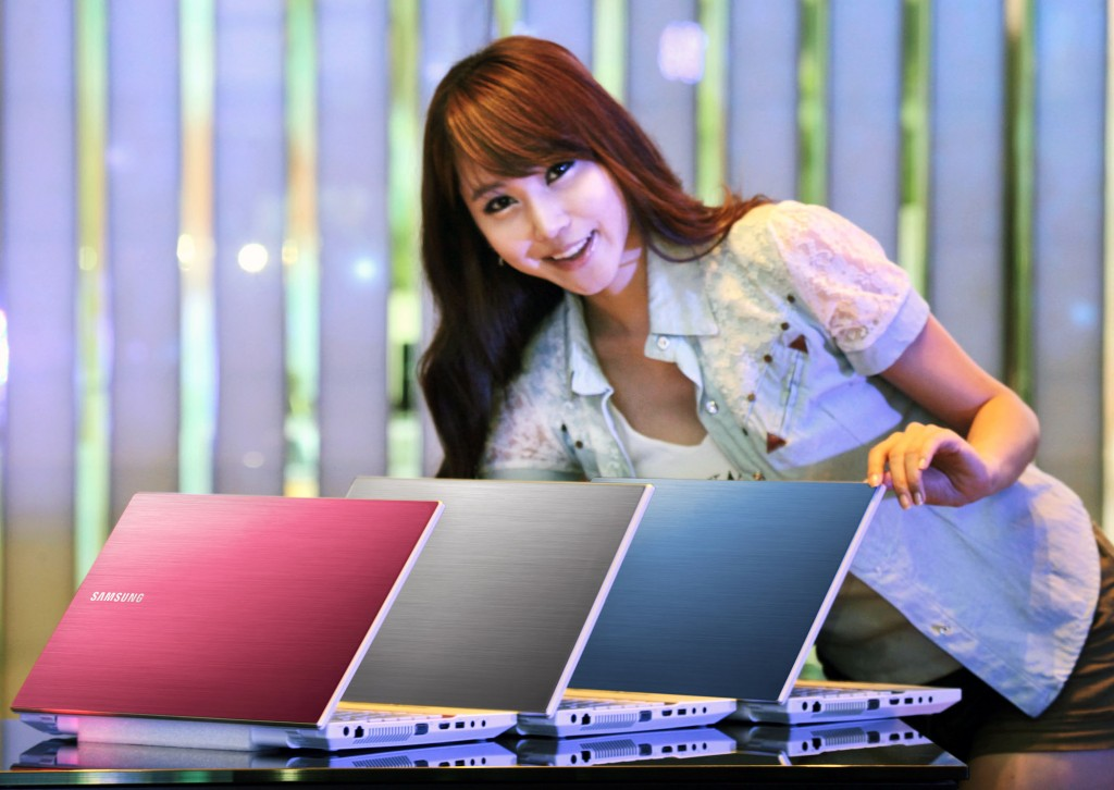 Samsung Sense Series 3 300V laptop in South Korea 1