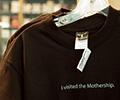 ใครหลงไหลใน Mac ลองมาดูอีกหนึ่งสินค้ากับเสื้อที่ระลึกจาก Apple Store สาขาใหญ่กันได้