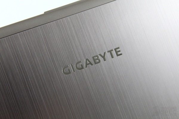 Gigabyte U2442 Review 006
