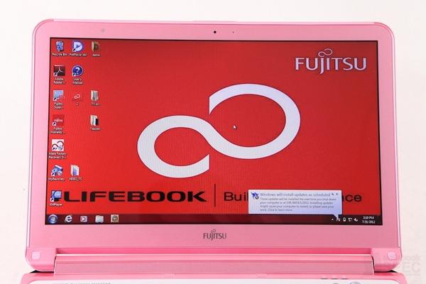 Fujitsu Lifebook LH772-12 Review 008