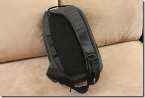 Incase DSLR Pro Sling Pack Review 006