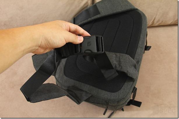 Incase DSLR Pro Sling Pack Review 036