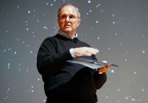 หัวหน้าทีมวิจัยของ Microsoft จะเกษียณตัวเองในปี 2014 แต่ยังเป็นที่ปรึกษาอยู่