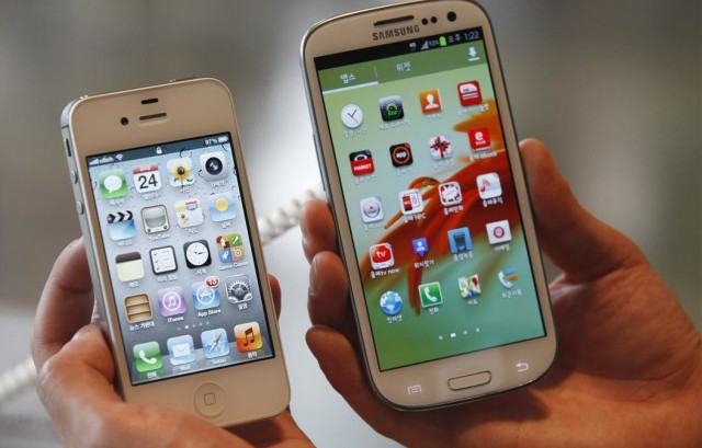 an apple iphone 4s left and a samsung galaxy s iii 503844c1d6