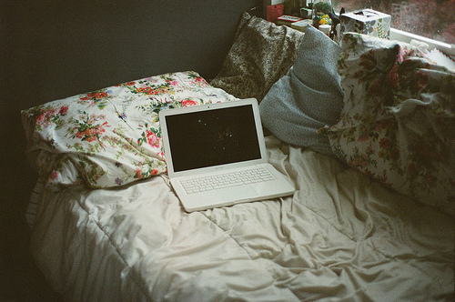 bed laptop