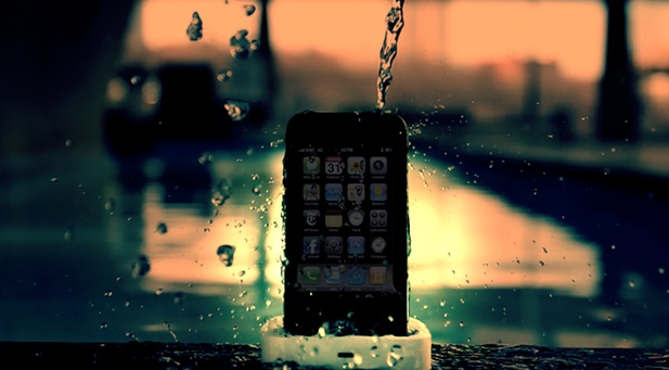 spray-waterproof-iPhones-03-600