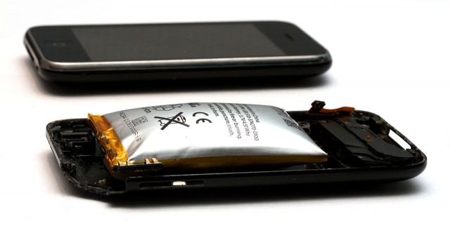 1280px-Expanded_lithium-ion_polymer_battery_from_an_Apple_iPhone_3GS