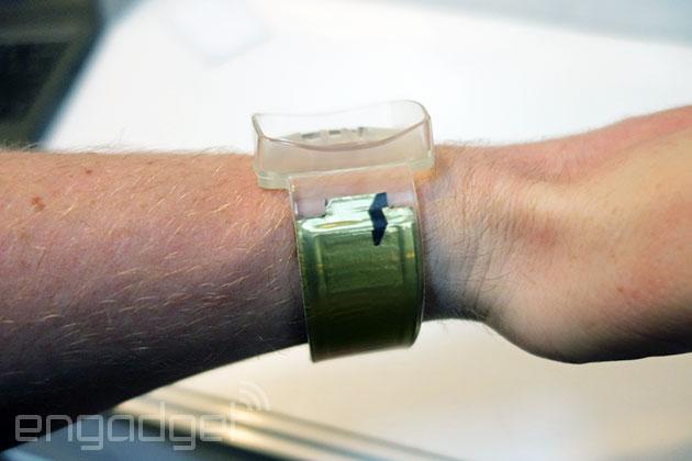 Watch-strap-batteries-02-600
