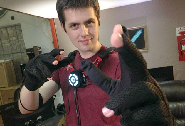 control-vr-glove-01-600