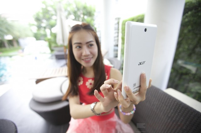 Acer ICONIA One 7 (B1-740) Review 009