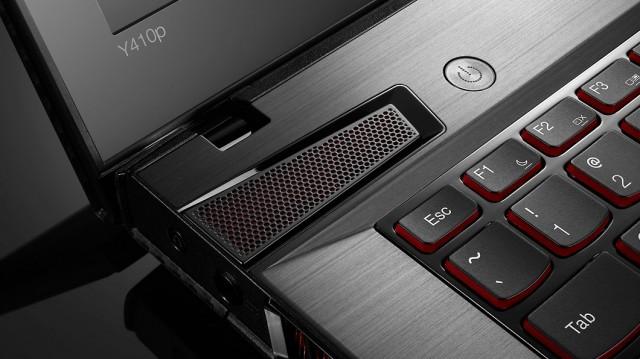 lenovo-laptop-ideapad-y410p-keyboard-closeup-3