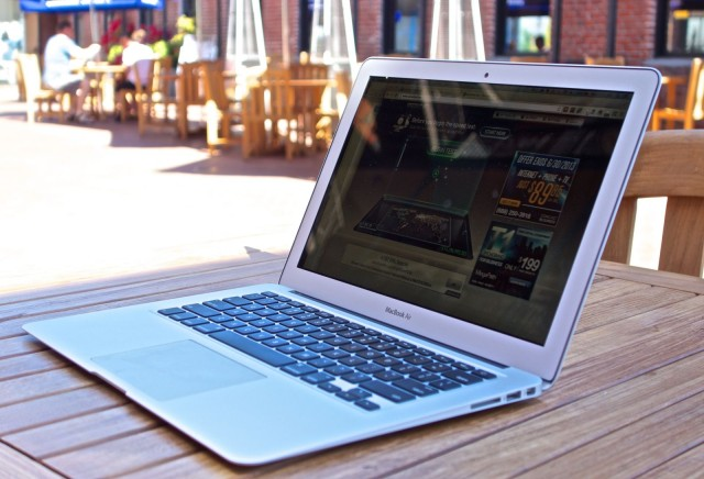 MacBook-Air-vs-MacBook-pro-Retina-2013-sunlight-640x436