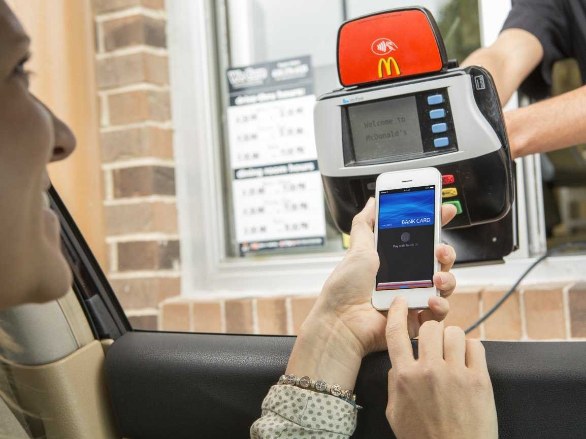apple-pay-iphone-6-mcdonalds-drive-through-1