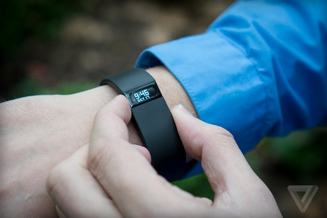 Fitbit Charge 01 600