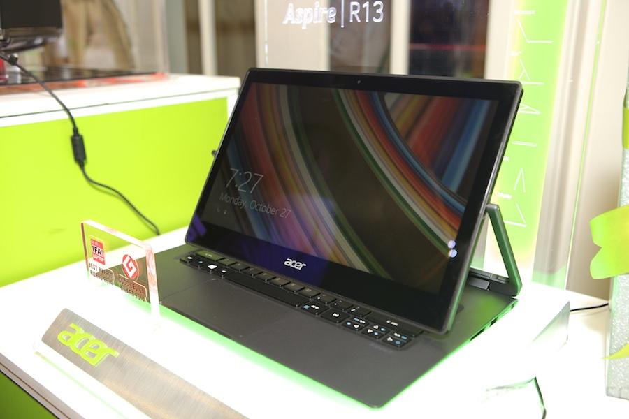 Acer R13 Hands ont 007