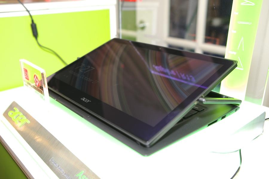 Acer R13 Hands ont 008