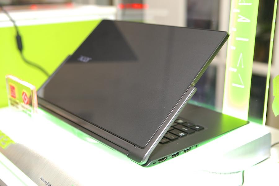 Acer R13 Hands ont 012