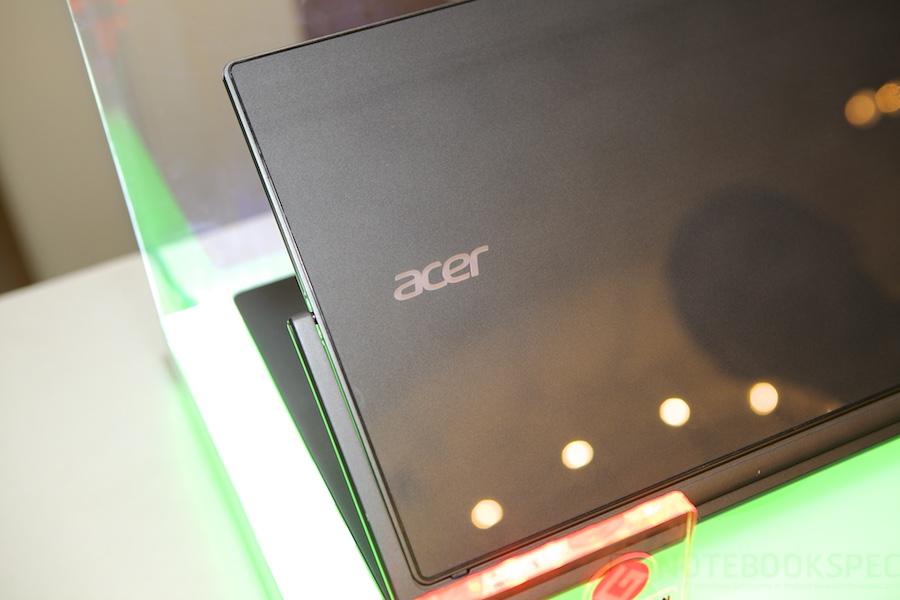Acer R13 Hands ont 013
