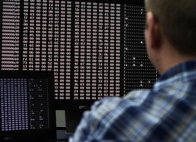 internet-hacking-code-635