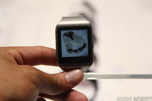 Sony-Smartwatch-Steele-3- 01 600