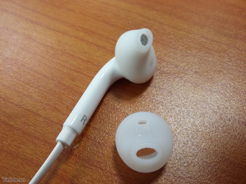 2986864_Galaxy_S6_earphone_leak