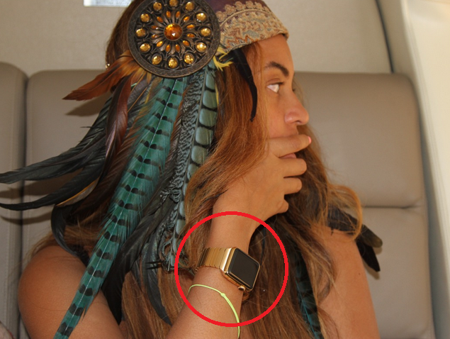 Beyonce-wearing-her-Apple-Watch-Edition-smartwatch-with-a-special-gold-band