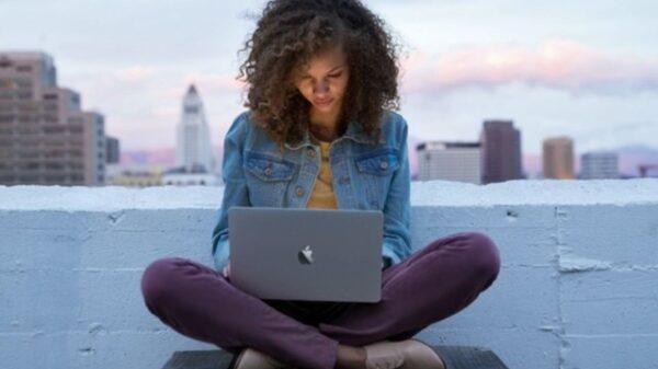 Macbook 1 640x382