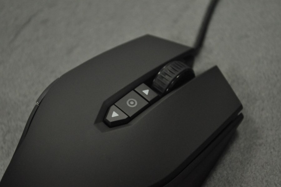 Corsair M65 RGB Mouse Gaming  (7)