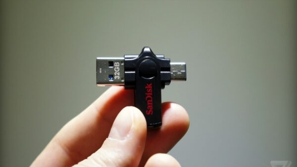 Dual USB Flash Drive from SanDisk 600