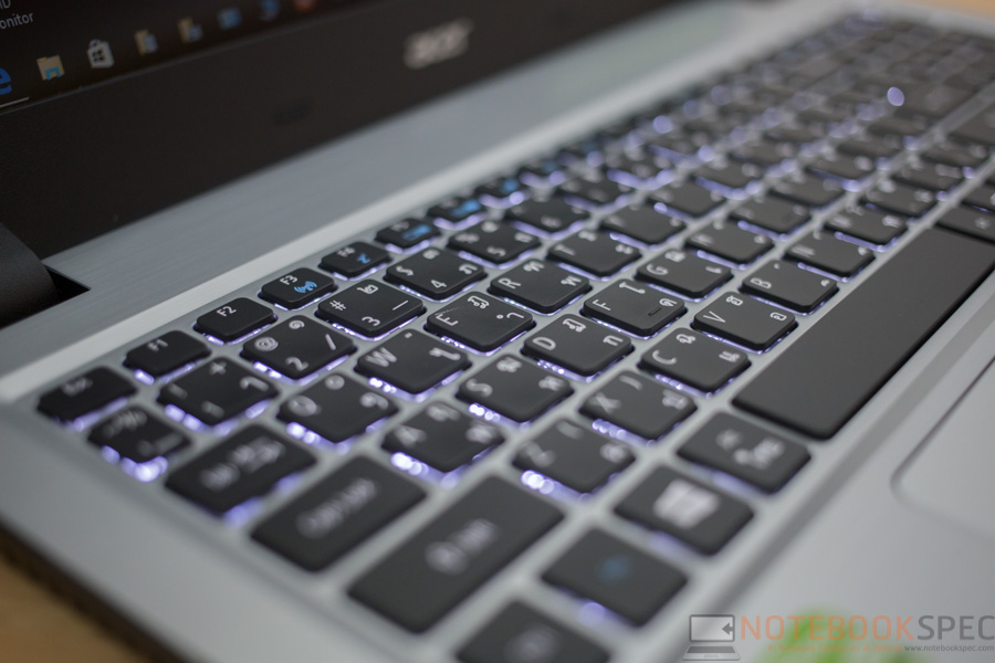Acer Aspire V3-574G-570Q Review-7