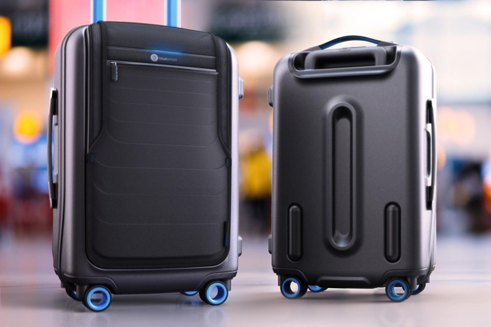 bluesmart-connected-suitcase-in-airport-970x647-c