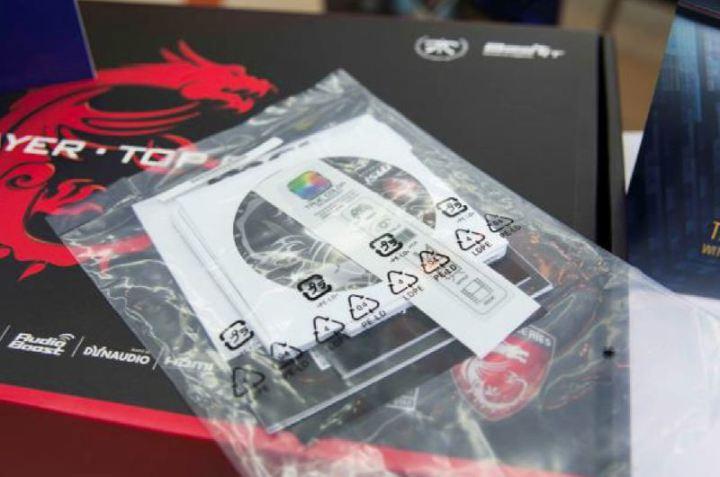 MSI-GT72-Unbox-009