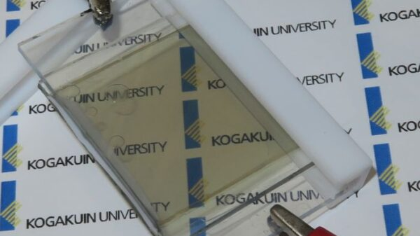 Translucent Li ion Battery Charges Itself by Using Sunlight 600