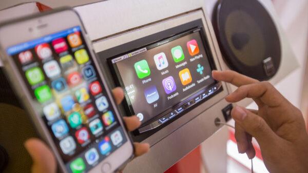 Pioneer Launch Apple Car Play 2015 21