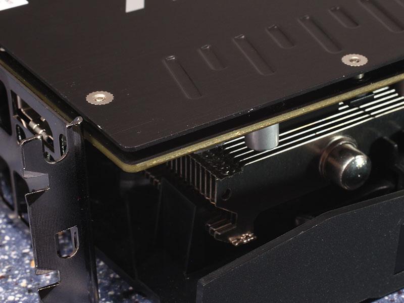 ASUS Radeon R9 380X STRIX 600 08