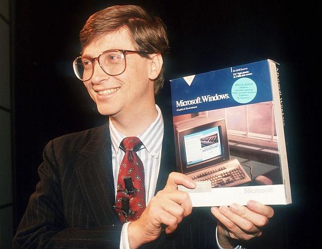 Bill_Gates_and_Microsoft_Windows_retail_box 600