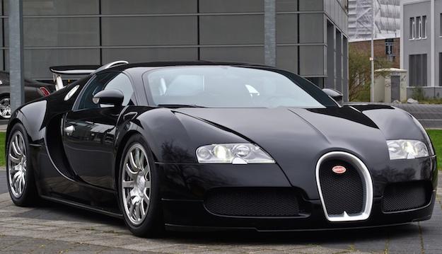 """ทำไมรถยี่ห้อ """"Bugatti Veyron"""" ถึงเป็นรถยนต์ที่มีราคาแพงมาก ..."""