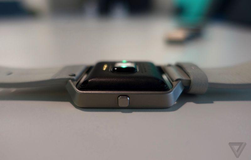Fitbit BLAZE 600 03